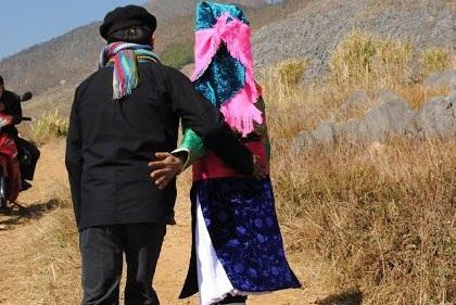 Qua vỗ mông, nhiều đôi trai gái đã trở thành vợ chồng.