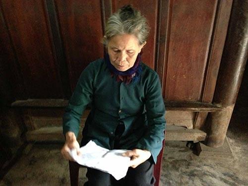 Bà Nguyễn Thị Liên mong nhận được tiền hỗ trợ mai táng của chồng.