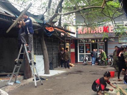 Thông báo giải tỏa khu chợ quần áo cũ của UBND phường Trung Tự.
