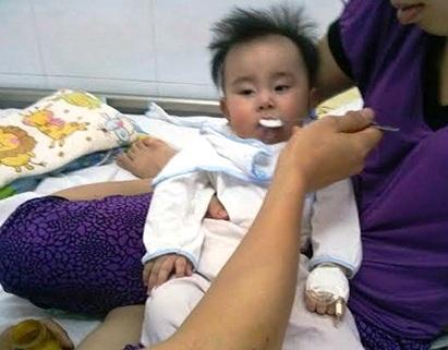Bé Hoài Anhđãxuất viện sau khiđiều trị tại Bệnh viện Nhi Trungương.