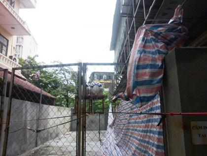 """Phong tỏa"""" hành lang lưu không, UBND phường Cống Vị bị người dân khiếu nại"""