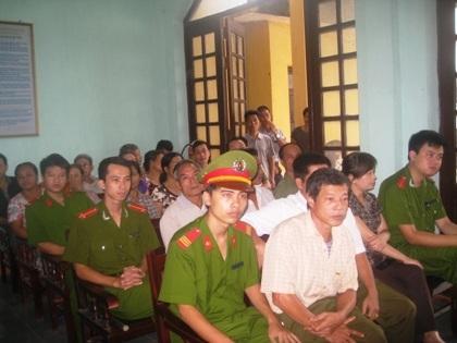 Phiên tòa xét xử lần thứ 6 vụ dân kiện chủ tịch huyện.