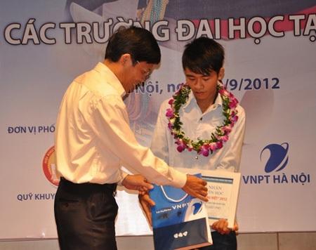 Câu chuyện của cậu học sinh Ngô Văn Thuận khiến nhiều người xúc động.