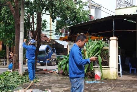 Nhân viên VNPT Đà Nẵng dốc sức khắc phục sự cố viễn thông do bão 11 gây ra