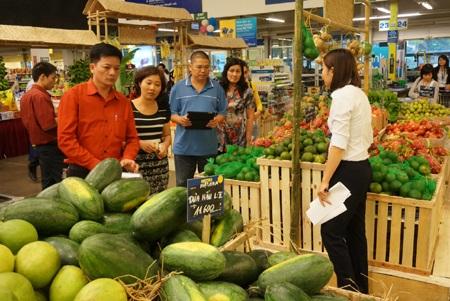 Mô hình chợ quê độc đáo của Metro thu hút sự chú ý của khách hàng