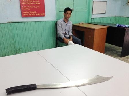 Đối tượng Nguyễn Mạnh Cương và hung khí gây án