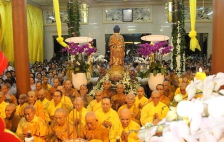 Lễ nhập kim quan Đại lão Hòa thượng được tổ chức trang trọng tối 28/3.