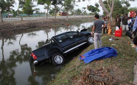 Hiện trường vụ TNGT trên đại lộ Nguyễn Văn Linh.