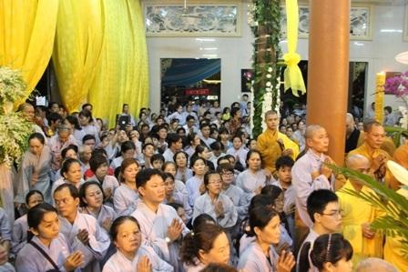 Hàng ngàn Phật tử từ khắp nơi về viếng tang Hòa thượng.