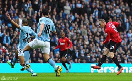"""Rooney tiếp tục trở thành """"người hùng"""" của trong những trận derby Manchester"""