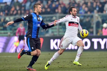 AC Milan tiếp tục thăng tiến mạnh mẽ ở Serie A bằng thắng lợi trước Atalanta