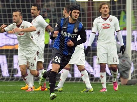 Bàn thắng sớm của Chivu không giúp Inter chiến thắng trước Torino