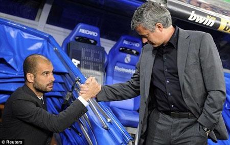 """Mourinho vẫn không ngừng """"tấn công"""" Guardiola"""