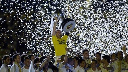"""Real Madrid """"đá bay"""" MU khỏi vị trí dẫn đầu về doanh thu trong mùa giải 2011/12"""