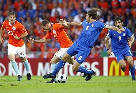 Trước cuộc tử chiến, cả hai HLV Prandelli và Van Gaal đều không đặt nặng vấn đề thắng-thua