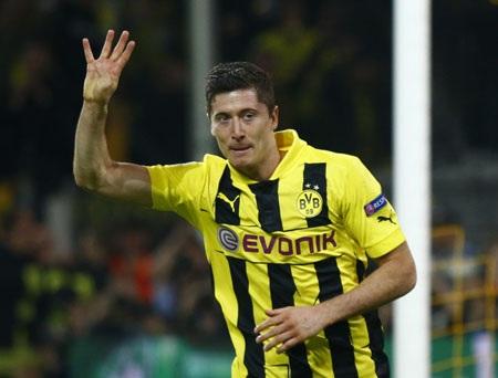 Lewandowski trở thành cầu thủ đầu tiên ghi được 4 bàn thắng ở Bán kết Champions League