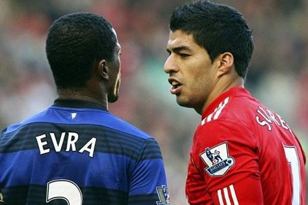 Luis Suarez cũng từng bị treo giò 8 trận sau scandal phân biệt chủng tộc với Evra
