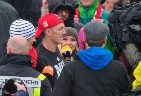 …rồi Bastian Schweinsteiger đều trở thành trung tâm của mọi sự chú ý
