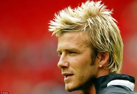 Vẻ điển trai của Beckham càng được tôn lên khi anh chuyển sang kiểu tóc này, không lâu sau đó