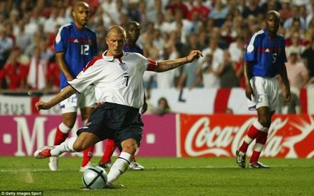 """Tới Euro 2004, Beckham đã """"trọc"""""""