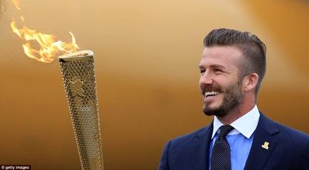 Beckham trông đầy vẻ nam tính trong lễ rước đuốc Olympic 2012