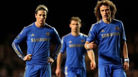 Chelsea trở thành đội vô địch đầu tiên bị loại khỏi vòng bảng