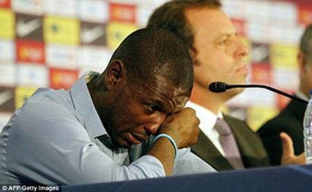 Eric Abidal đã rất xúc động trong ngày chia tay Barcelona