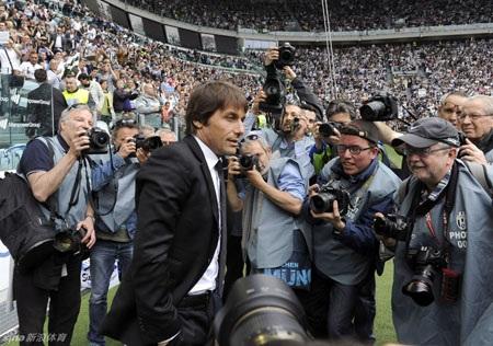 Conte là tâm điểm của báo giới và như thường lệ, ông vẫn hò hét rất nhiều trong trận đấu