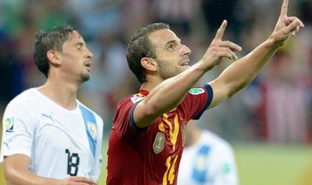 Soldado tỏa sáng giúp Tây Ban Nha vượt qua Uruguay