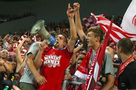 Khoảnh khắc vui nhộn của Ribery bên các CĐV