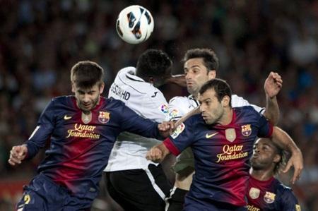Vị trí trung vệ của Barcelona cần phải được cải thiện