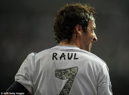 Raul được khoác áo số 7 quen thuộc ở Real Madrid