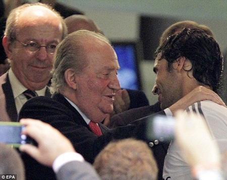 Nhà vua Tây Ban Nha, Juan Carlos I chia vui cùng Raul