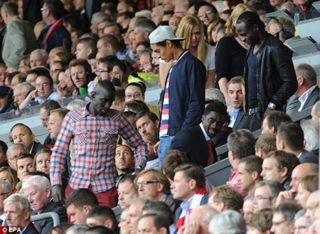 3 tân binh của Liverpool đã tới Anfield theo dõi trận đấu với MU