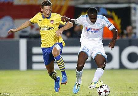 Arsenal nhọc nhằn vượt qua Marseille