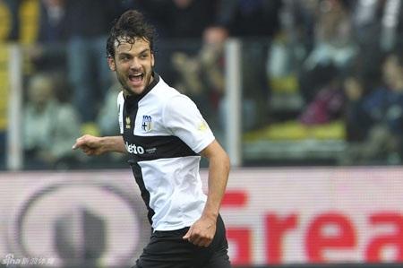 Parolo là hung thần của Rossoneri trong trận đấu này