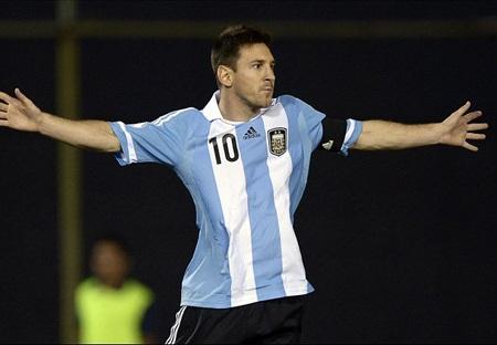 Messi buộc phải rút lui vì chấn thương
