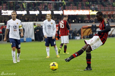Balotelli tiếp tục là nỗi thất vọng của AC Milan khi thực hiện không thành công phạt đền