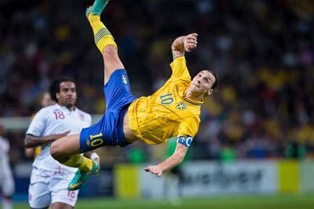 Siêu phẩm vô lê đã giúp Ibrahimovic đoạt giải Bàn thắng đẹp nhất năm