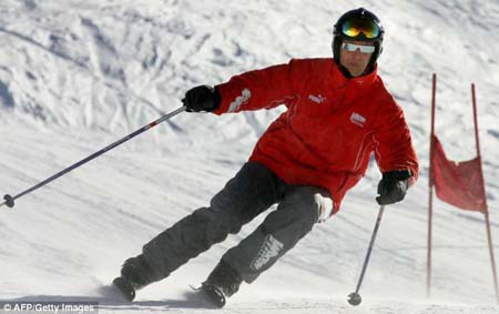 Tình trạng sức khỏe của Michael Schumacher đã ổn định hơn, dù anh vẫn hôn mê