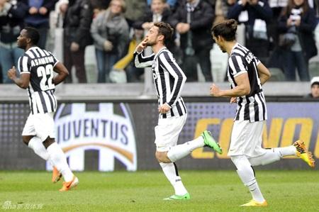 Họ tiếp tục duy trì vị trí dẫn đầu Serie A với khoảng cách 12 điểm với AS Roma