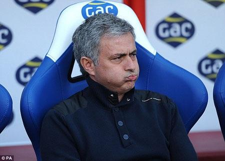 Mourinho thừa nhận Chelsea hết cơ hội vô địch