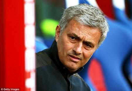 Mourinho rất muốn tăng cường chân sút trên hàng công