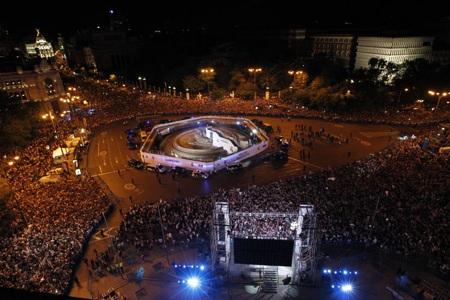 Thành Madrid trải qua đêm không ngủ