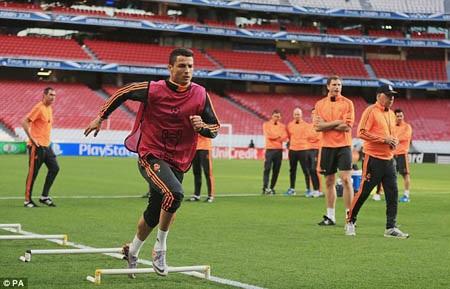 C.Ronaldo thể hiện quyết tâm trên sân tập