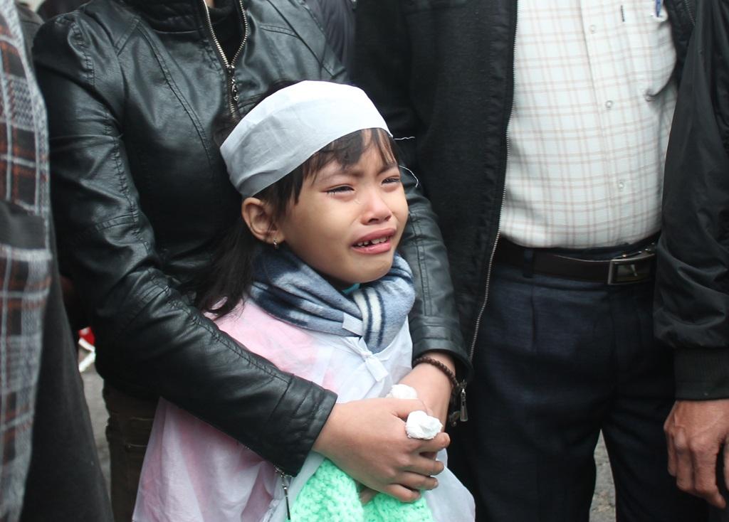 7 tuổi đầu, cô bé Lê Hồng Phương phải gánh chịu nỗi đau mất cha.