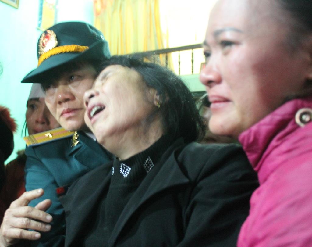 Mẹ liệt sỹ Lê Hồng Quân không còn nước mắt để khóc thương con.