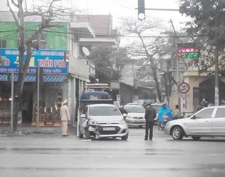 Chiếc xe ô tô gây tai nạn bị bắt khi mới bỏ chạy được khoảng 2km.