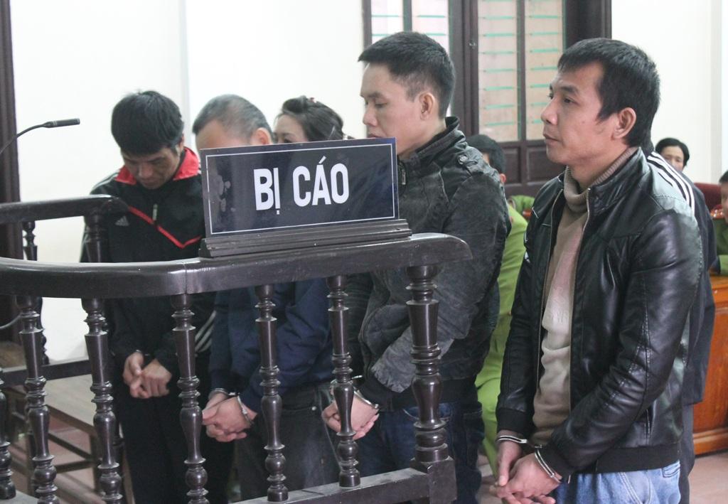Các bị cáo trong đường dây vận chuyển 31 bánh heroin từ Lào về Việt Nam tại phiên tòa ngày 9/2.