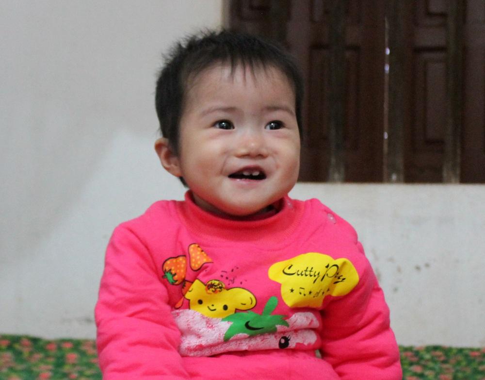 Nụ cười đã nở trên môi cô bé mắc bệnh tim thể phức tạp được hồi sinh nhờ những tấm lòng nhân ái.